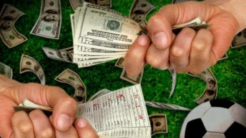 Юноша украл из кассы алкомаркета деньги и проиграл их на онлайн-ставках