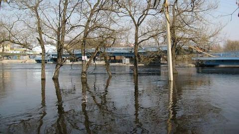 В трех районах Саратовской области залиты мосты и плотины