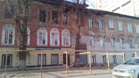 Разваливающийся дом в центре Саратова сносить не собираются