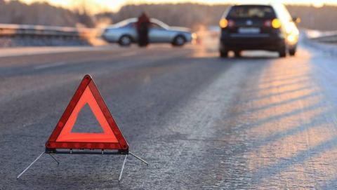 Два водителя и пассажирка ранены в аварии