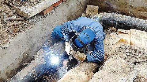 Теплоэнергетики работают на улице Соборной