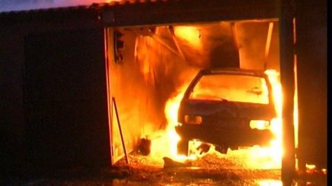 "В гараже сгорела ""Лада Гранта"""