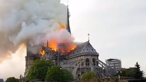 """После пожара в соборе Парижской Богоматери """"Яндекс"""" изменил логотип"""