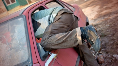 Мужчина похитил из «десятки» 11 тысяч рублей