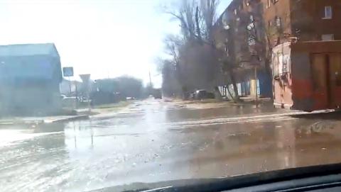 Оживлённый перекрёсток в Энгельсе превратился в водоём
