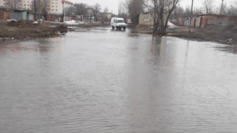 Потоп в Энгельсе мешает жителям добираться до больницы. Видео