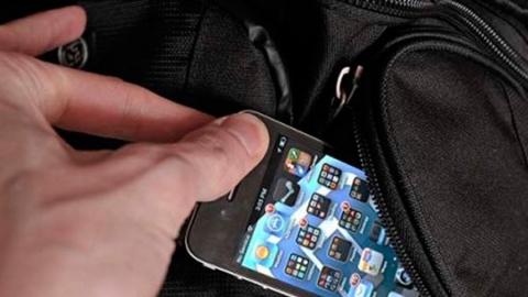 Карманник вытащил телефон у пассажирки автобуса