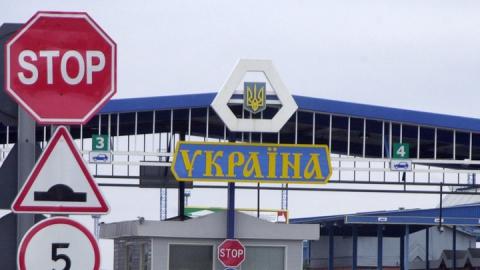 Медведев запретил ввоз одежды, обуви и белья с Украины
