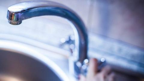 Отключение воды в Саратове. Названы время и места дислокации цистерн