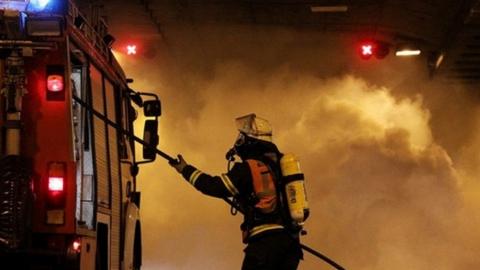 Ночной пожар уничтожил сараи