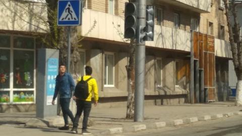 На двух перекрестках в центре Саратова отключены светофоры