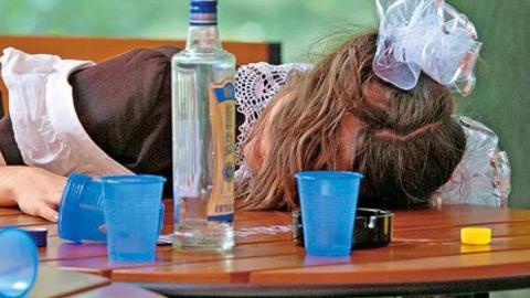 13-летнюю школьницу привезли в больницу пьяной