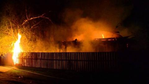 В Энгельсском районе ночью горело придорожное кафе