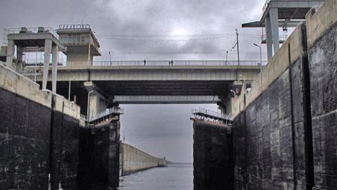 В Балакове мужчина упал с моста и погиб