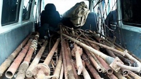 Два саратовца признались, что за час вынесли с дачного участка тонну металла