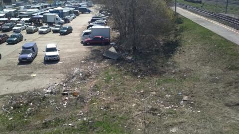 Балаковец жалуется на мусор у центральной ярмарки