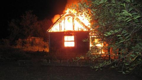 В Ленинском районе горели две огромных дачи