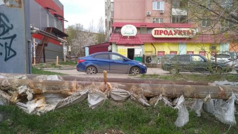 Многострадальную трубу на улице Тархова заткнули полуметровым чопиком