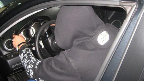 Пьяный водитель на машине с поддельными номерами попался гаишникам