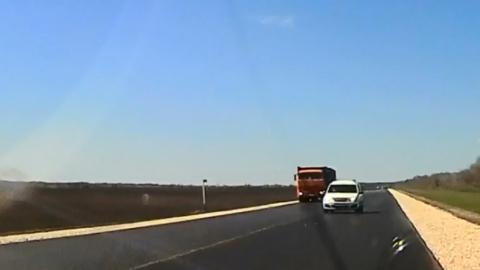 "Автохам на ""Ларгусе"" заставил встречного водителя съехать на обочину"