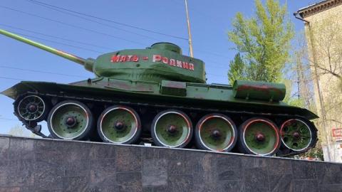 Вандалы разукрасили памятник воинам-танкистам
