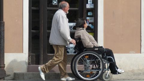 Директора предприятия наказали за отказ в работе инвалиду