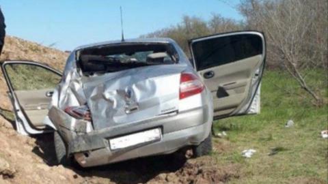 В опрокинувшемся «Рено» покалечились юный водитель, подросток и женщина