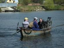 Из-за половодья жители Аткарска передвигаются между районами на лодках