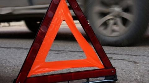 Иномарка задом сбила двух пешеходов