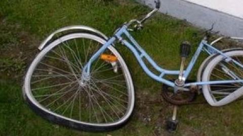 Водитель снёс велосипедистку дверью машины