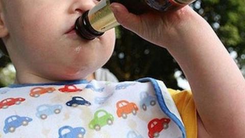 Мать спаивала годовалого ребенка алкоголем