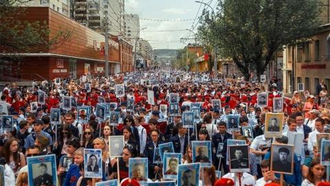"""В колонне """"Бессмертного полка"""" прошло 120 тысяч саратовцев"""