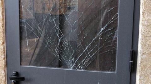 Женщину заподозрили в краже телевизора и пледа из чужого дома
