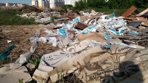 Окраина Солнечного превратилась в огромную свалку строительного мусора