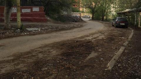 1-й Соколовогорский проезд начали чистить от зимнего мусора