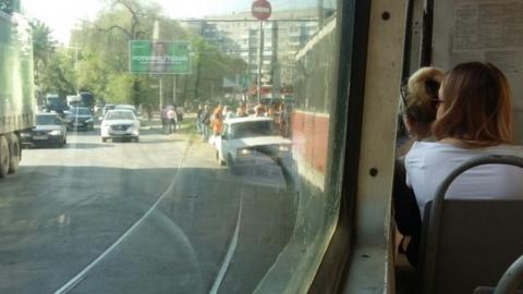На Большой Горной ВАЗ влетел в трамвай