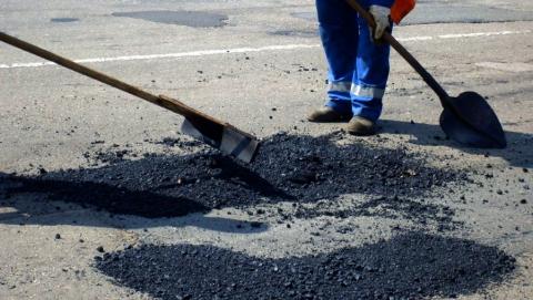 Чиновников заставили заплатить миллион за ремонт дороги