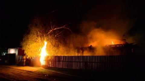 Вечером сгорели огромные сараи