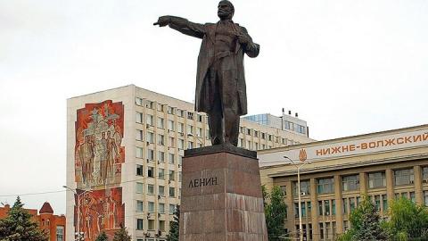 Постамент памятника Ленину на Театральной площади отремонтируют