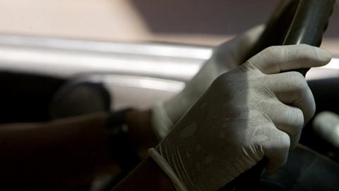 Юнца задержали за рулем угнанной у его собутыльника машины