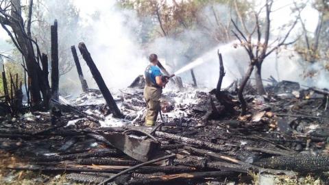 Рядом со Славянской площадью сгорел частный дом