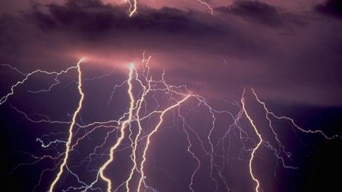 Синоптики пообещали дожди с грозами и сильным ветром