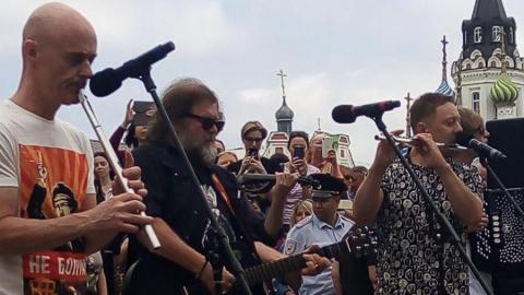 Борис Гребенщиков спел для саратовцев на проспекте Кирова