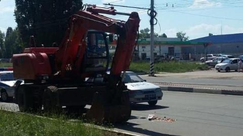 В Балакове под колесами экскаватора погибла женщина