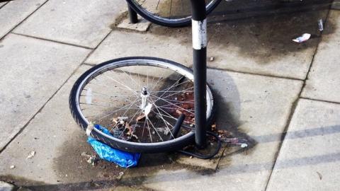 Двух подростков подозревают в краже велосипеда