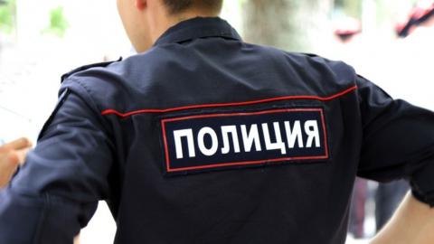 Женщину с двумя сыновьями будут судить за нападение на полицейских