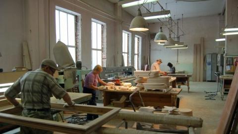 Энгельсскую мебельную фабрику заставили выплатить девять миллионов рублей долгов по зарплате