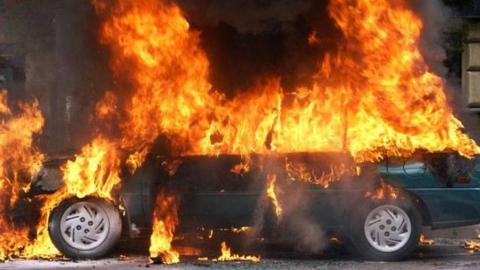 Ранним утром сгорел автомобиль