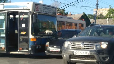 Автобус с пассажирами протаранил малолитражку с самарскими номерами