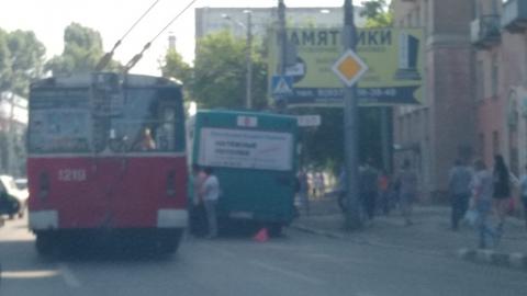 Автобус столкнулся с иномарками. Остановлены два троллейбусных маршрута
